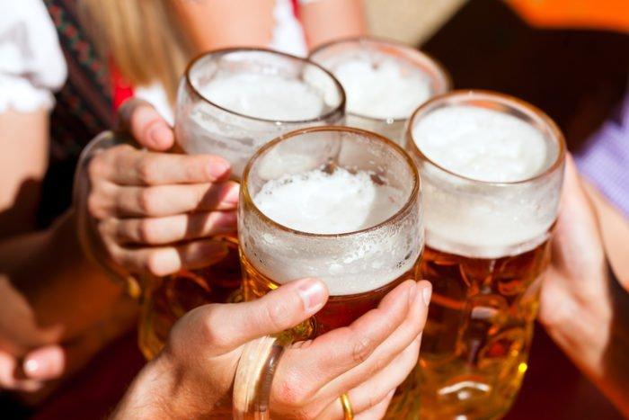 алкогольная толерантность; легко напиться